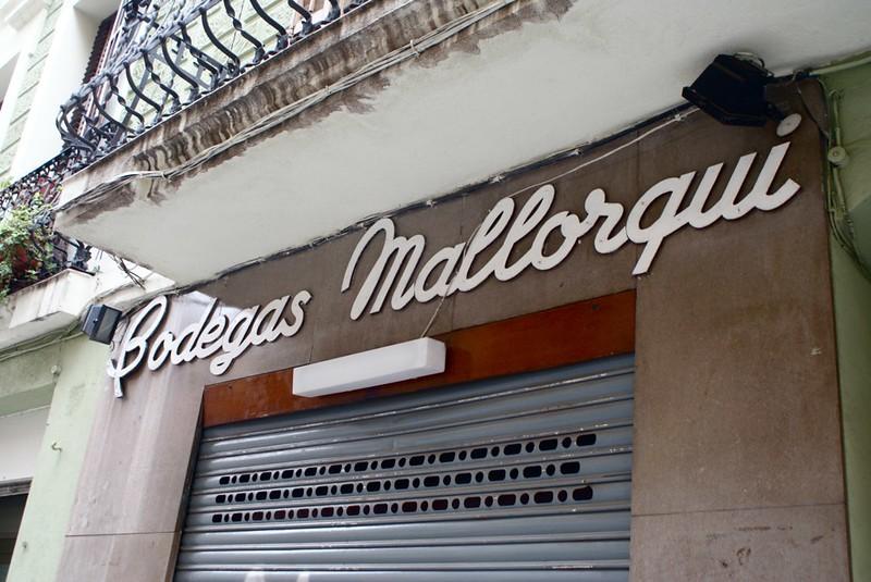 Enseigne de la Bodegas Mallorqui à Barcelone.