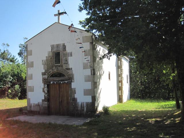 Ermita de San Xoan Bautista en la Ruta das Carballeiras en Val do Dubra
