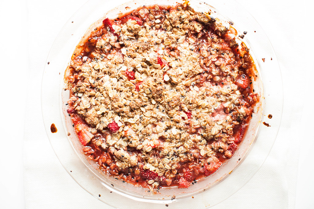 strawberry black sesame seed crumble