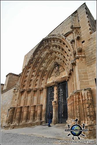 Puerta de los Apóstoles, Catedral de Lleida. Cataluña. España.