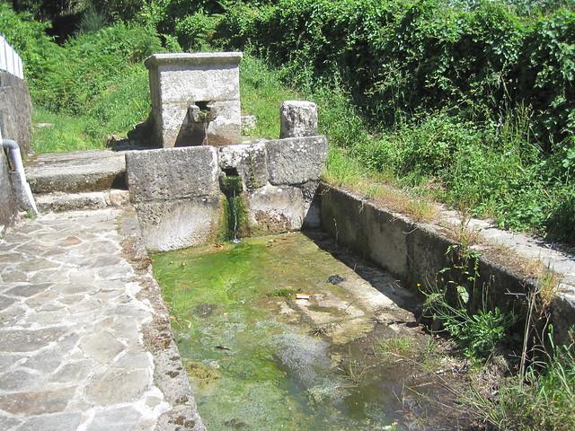 Fuente en la Subida á Pedra do Cadro en Esteiro
