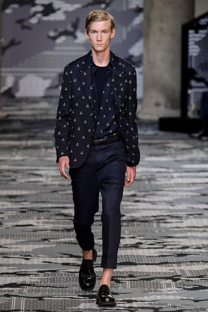SS16 Milan Neil Barrett031_Andre Klint(fashionising.com)