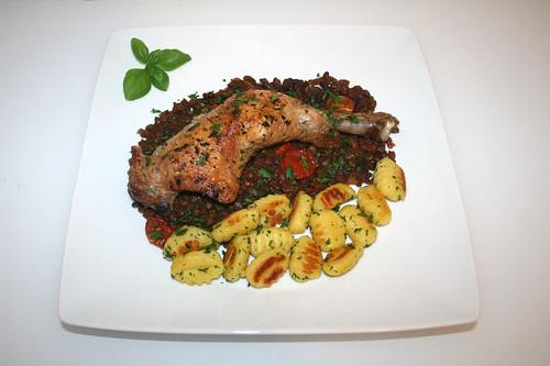54 - Chicken legs on red wine lentils - Served / Hähnchenkeulen auf Rotweinlinsen - Serviert
