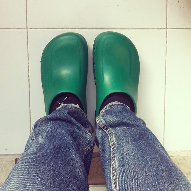 Birken profissionais para cozinha. A partir de agora, os meus pés e costas agradecem.