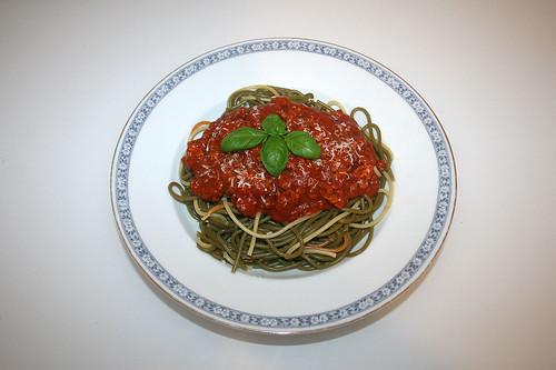 21 - Spaghetti with ground meat tomato sauce - Served / Spaghetti mit Hackfleisch-Tomatensauce - Serviert