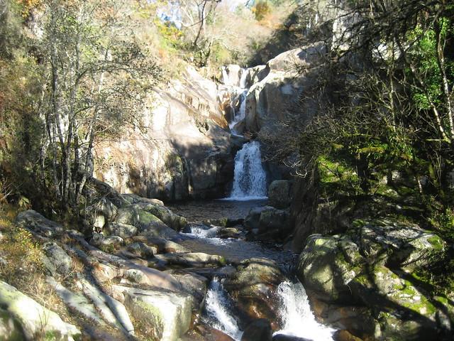 Fervenza do Barbantiño en el Camiño Natural do Río Barbantiño