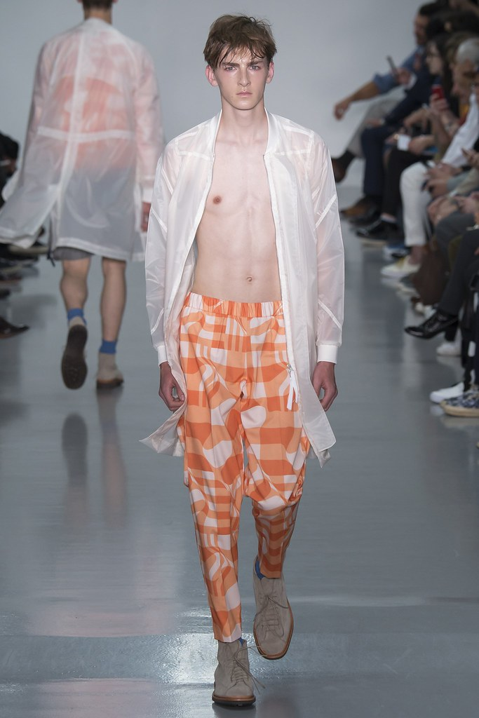SS16 London Lou Dalton002_Danny Keeves(VOGUE)
