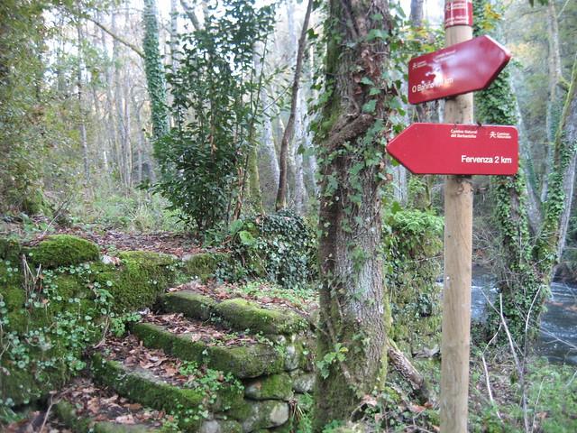 Señal en el Camiño Natural do Río Barbantiño