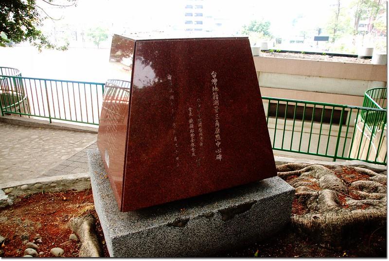 台中公園台灣地籍測量三角原點中心碑(內包覆3-89原點)