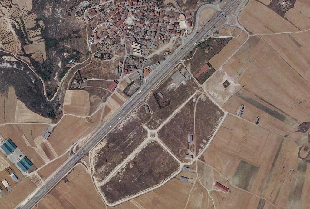 trijueque. guadalajara, poligoneque, después, urbanismo, planeamiento, urbano, desastre, urbanístico, construcción, rotondas, carretera