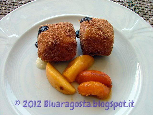 03-cubi di taleggio fritto con pesche caramellate