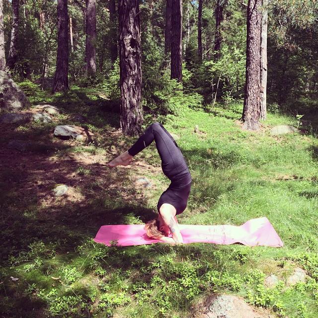 Vi yogar i skogen, sa jag. Vi joggar i skogen, sa han.