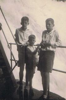 1934-04-02 Waterval Bantimoeroeng by Makassar