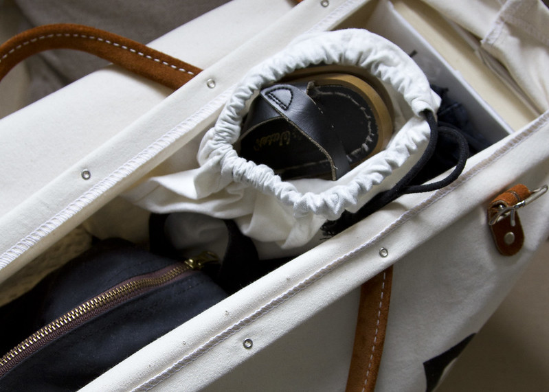 stowaway: packing a minimalist weekend bag | reading my tea leaves