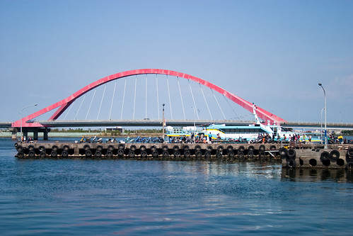 到屏東東港碼頭看海去