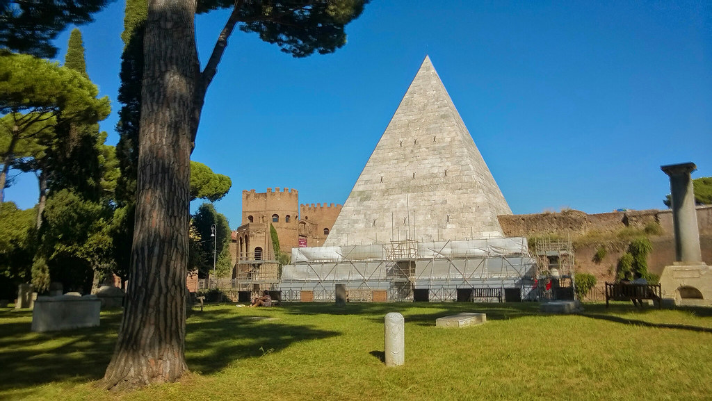 Roma - piramide cestia