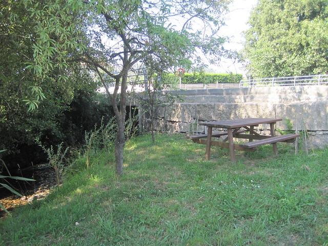 Mesa en el PR-G 171 Ruta do Río San Martiño