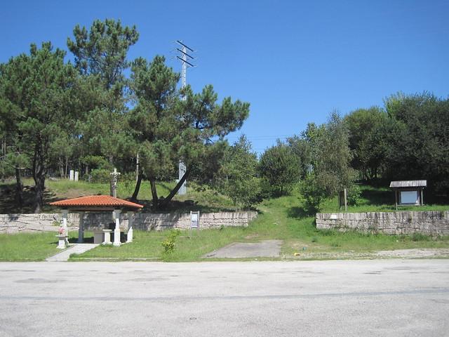 Altar e inicio en el PR-G 107 Sendeiro de Pedra Miranda
