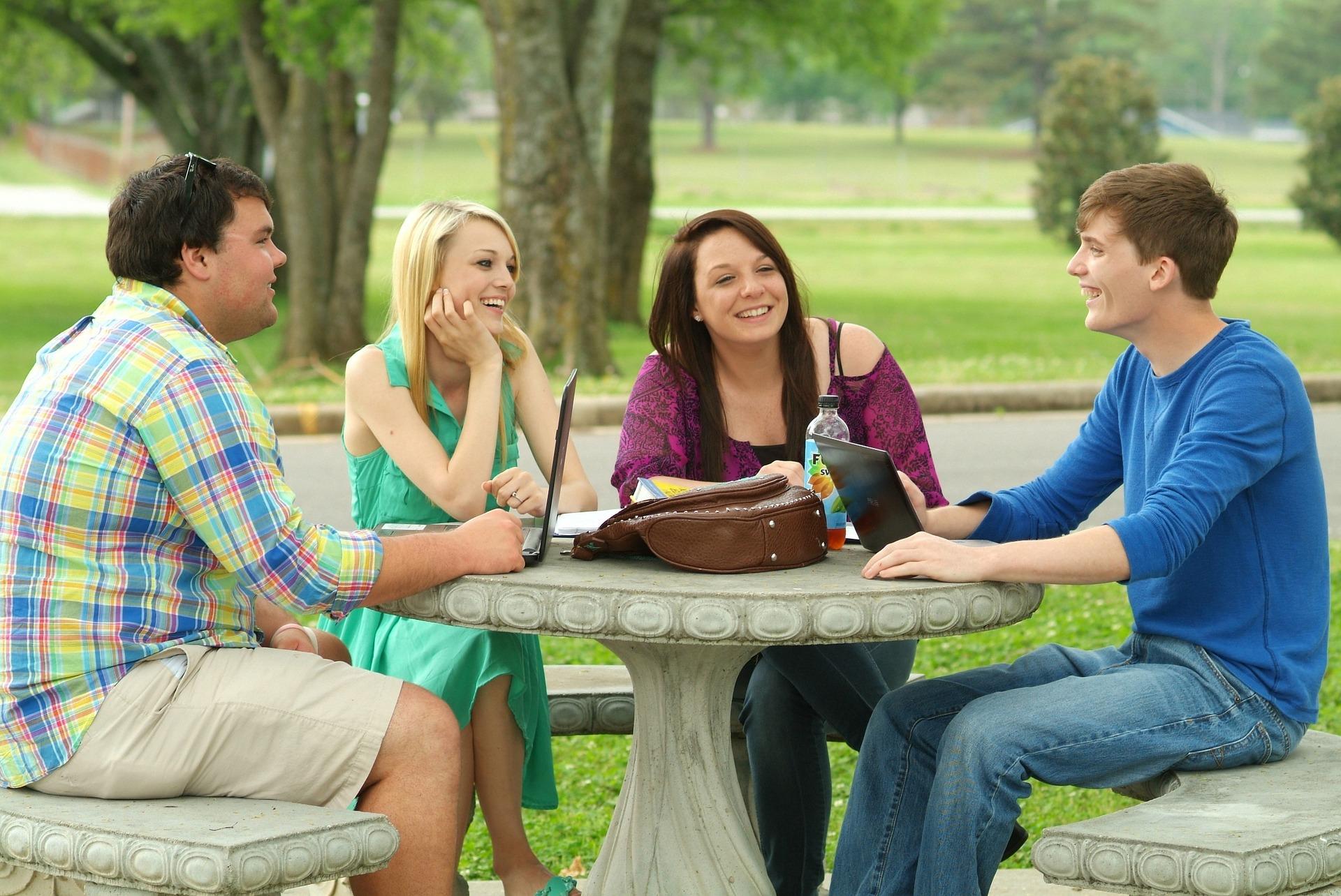 警惕!交朋友也要看對象  五種不宜深交的類型