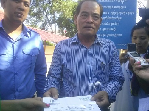 2014-6-15 DWs in Cambodia submit petition demand for ratification of C189