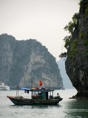 Bote en la bahía de Halong