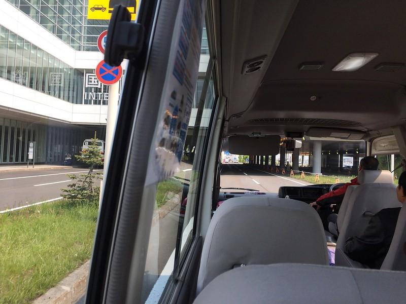 マイクロバスで移動