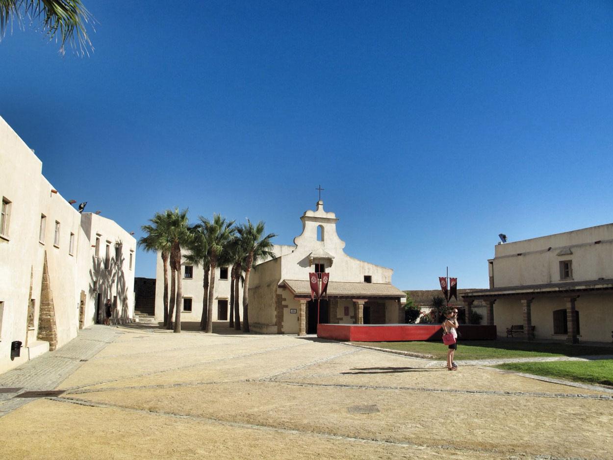 castillo santa catalina_cadiz_capilla_patio de armas