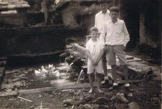 1934-05 Bali Kuikentjes en eendjes
