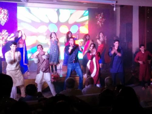 兄弟姐妹團的表演可媲美Bollywood
