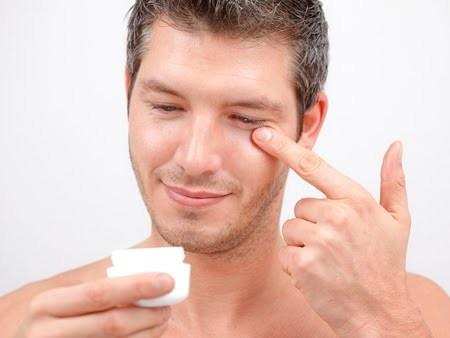 Homens apostam em cosméticos para combater sinais da idade