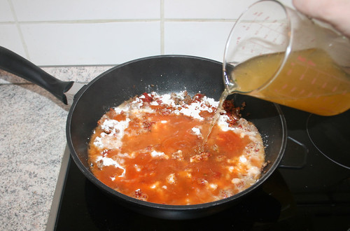 12 - Gemüsbrühe hinzu geben / Add vegetable broth