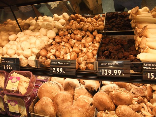 Fresh Mushrooms at Giant Eagle Market District Kingsdale | by swampkitty