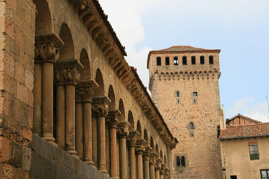 Iglesia de San Martín y Torreón de Lozoya.Segovia.
