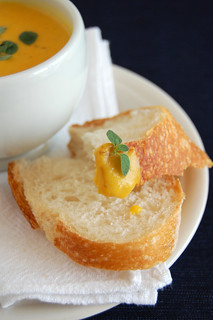 Roasted pumpkin and marjoram soup / Sopa de abóbora assada com manjerona | by Patricia Scarpin
