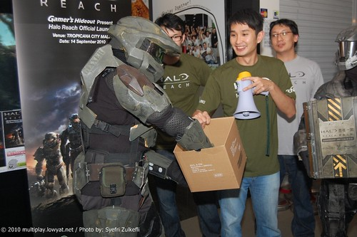 [100914]Gamer's Hideout Halo Reach Midnight Launch - 45 | by Lowyat.NET