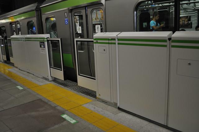 恵比寿駅ホームドア