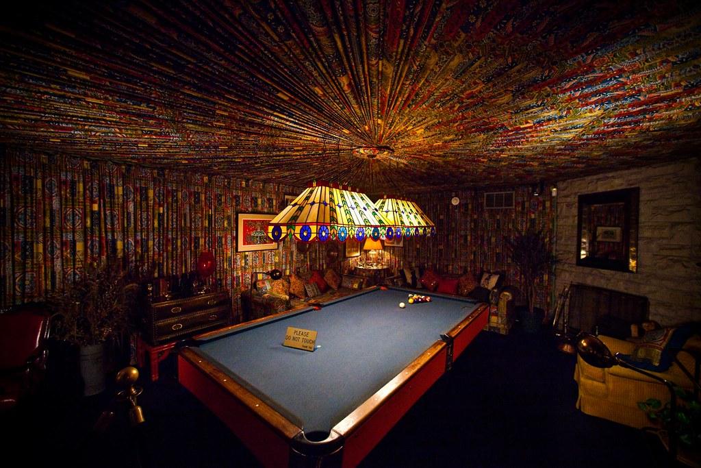 Graceland Memphis Elvis Presley Pool Billiard Raum