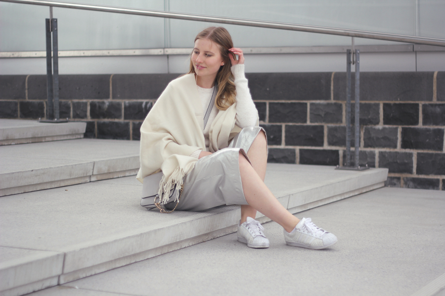outfit silver culotte white pullover fashionblog poncho cape