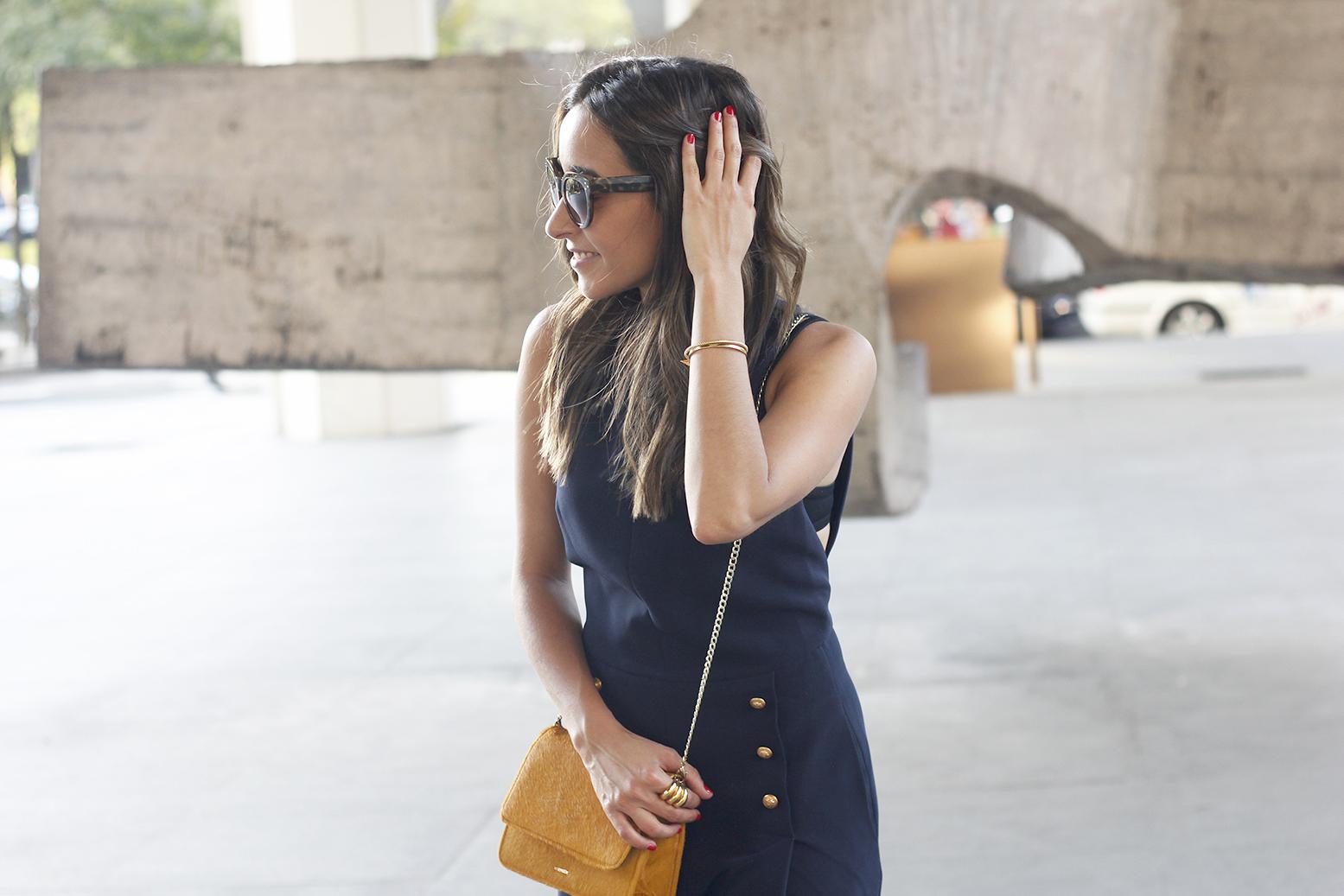 blue jumpsuit with goldden buttons mustard bag uterqüe nude heels11