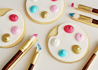 Artist's Palette & Paintbrush Cookies | by Sweetapolita