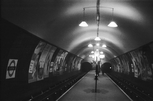 077-Euston northern line platform in the 1950's