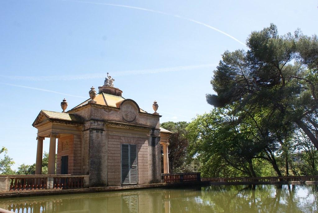 > Autre vue sur le pavillon à l'italienne côté bassin.
