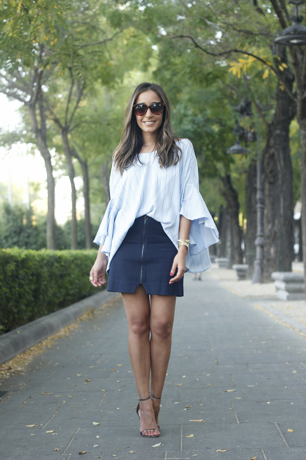Blue Striped Tie V Back Ruffle Sleeve Blouse blue skirt bronze heels outfit style fashion04