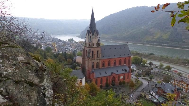 Blick vom Felsenweg auf Liebfrauenkirche, Oberwesel und Rhein