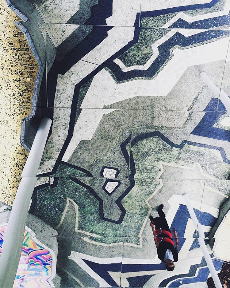 Stumbled upon #TheUpsideDown this afternoon #iveseenstrangerthings #wandering #wemeetagainsingapore #travelingjourno #cantstopwontstop