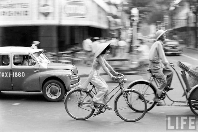 Vietnam 1961 by John Dominis - Ngã tư Tự Do-Nguyễn Văn Thinh posted by manhhai