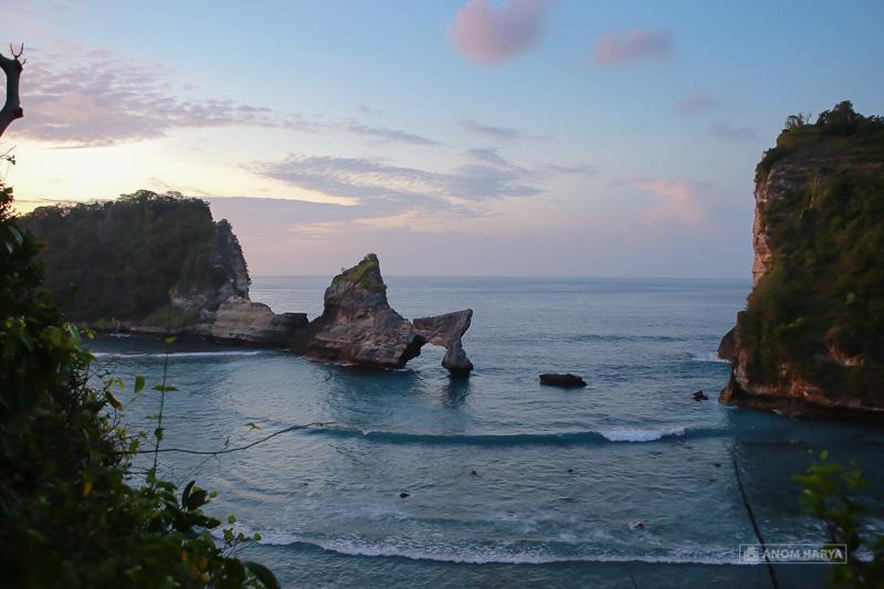 Pantai Atuh dilihat dari Banjar Karang