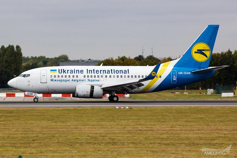 Ukraine International - B735 - UR-GAW (1)