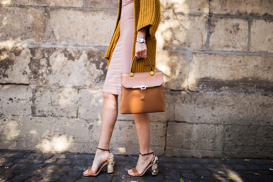 mustard-yellow-outfit-street-style