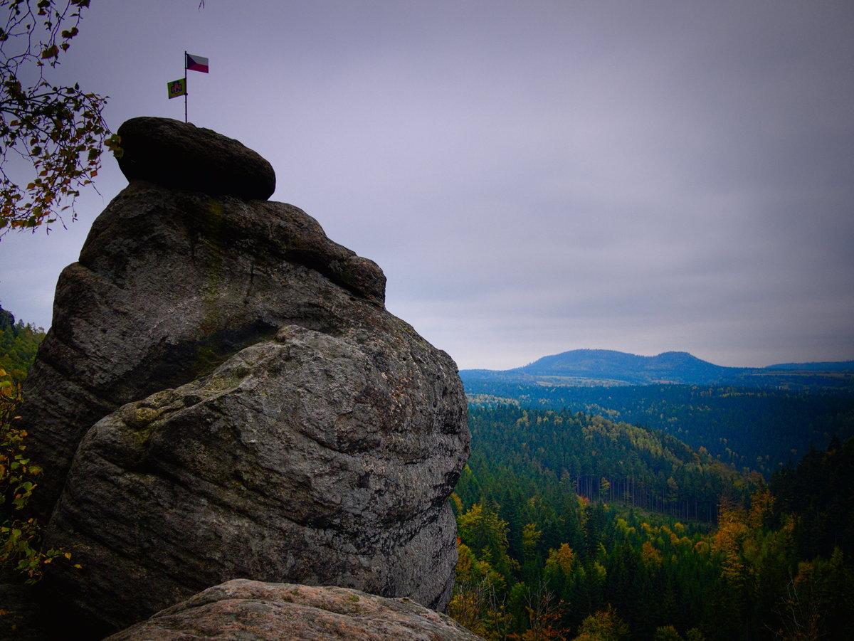 Góry Stołowe warto zobaczyć Szczeliniec z Junackiej Wyhlidki